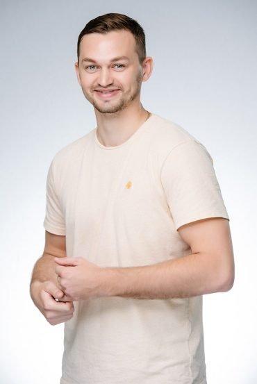 Antoine, CEO, Le directeur